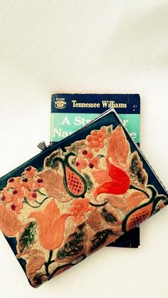 $45 — Vintage 1940s Hand-Painted Tooled Leather Purse