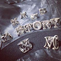 本日よりA STORY 新宿新南口店にて 企画展シルバーアクセサリーエキシビションに参加させていただいています☆ いつもお世話になっている @strange.freak や @legiomade も参加されています!! 皆様是非よろしくお願いいたします☆ #silver #sterlingsilver #925 #accessories #jewelry #fashionjewelry #fashion #alphabet #waxcarving #lostwax #handmade #artworks #ring #rings