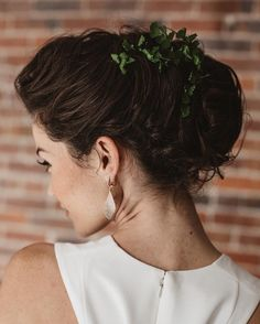 Seattle Bridal Makeup Gallery | Yessie Libby Makeup & Hair Yessie Libby@YessieLibby www.yessiemakeupartistry.com Ok, raise your hand if you are in love with the Pantone color -#greenery for next year! 🙋🏻 Model: @mydearallie Florals: @rustedvaseco  Photography: @jason_lucas Dress: @labelleelainesbridal  Cake: @honeycrumbcakes  Rentals: @vintageambiance
