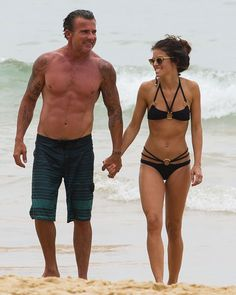 AnnaLynne McCord: Bikini Beach Babe with Shirtless Dominic Purcell!: Photo AnnaLynne McCord and Dominic Purcell hold hands and show off their fit beach bodies after taking a dip in the water together at Manly Beach on Wednesday (January… Cute Celebrity Couples, Fit Couples, Famous Couples, Dominic Purcell, Agent Provocateur, Annalynne Mccord, Slim And Fit, Manly Beach, Couple Outfits
