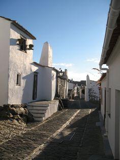 Monsaraz,  Portugal(conquistada pelos mouros em 1167). Fotografia de Fernanda Sant`Anna do Espirito Santo e Clóvis do Espirito Santo Jr. #visitportugal