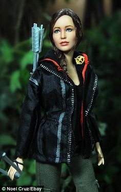Noel Cruz repaints Hunger Games Barbie to look EXACTLY like Jennifer Lawrence | Daily Mail Online