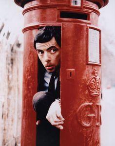 Rowan Atkinson as Mr Bean, hiding in a letterbox. Mr Bean, British Comedy, British Actors, British Humour, British Men, British Style, American Actors, Rowan, Funny Humor