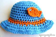 Crochet Baby Boy .·:*ßeÁ©]-[Ý`*:·.  Sun Hat with Goldfish {free crochet pattern} CQ