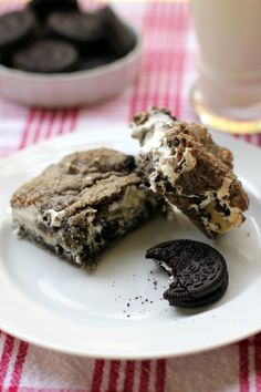 Gooey Cookies and Cream Bars