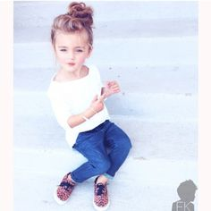 Fashion Kids So cute, I would definitely have my baby girl in an outfit like this! Fashion Kids, Little Girl Fashion, Toddler Fashion, Little Girl Outfits, Fashion Top, Fashion Games, Fashion Styles, Trendy Fashion, Spring Fashion