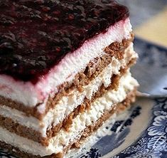 Refrigerator sweet with cookies and yogurt – Trik … – Pastry World Greek Desserts, Healthy Desserts, Eat Greek, Homemade Granola Bars, Greek Cooking, Yogurt, Chocolate Cake, Cupcake Cakes, Cupcakes