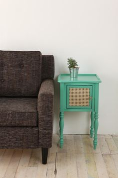 18 trendy Ideas for mexican pine furniture makeover colour Shabby Chic Nightstand, Diy Nightstand, Shabby Chic Furniture, Teal Nightstands, Dressers, Turquoise Painted Furniture, Turquoise Table, Painted Wood, Furniture Makeover