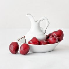 High key still life - cherries and china (8475)
