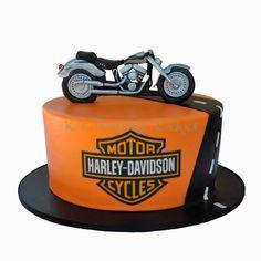 Harley Davidson cake by K's Quirky Cakes Torta Harley Davidson, Harley Davidson Birthday, Buttercream Cake, Fondant Cakes, Cupcakes, Cupcake Cakes, Motorcycle Cake, Dad Cake, Chocolates