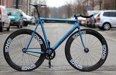 Cannondale fixed gear Fixed Gear Bicycle, Urban Bike, Bike Seat, Bicycle Design, Road Bikes, Bike Life, Gears, Tumblr, Cycling Tips