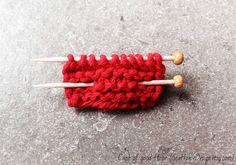 Miniatur Strick-Pin mit Miniatur-Stricknadeln, rote Brosche, shabby chic, Boho, rustikal,