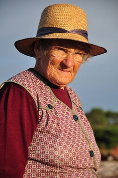 The beauty of a wrinkled face Faro Portugal, Celebs, Lady, Beauty, Anthropology, Faces, Fashion, World, Old Men