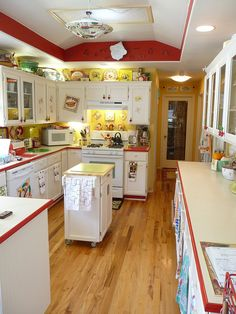 """vintage style kitchen makeover - inspired by a single Franciscan Starburst dinner plate red-and-yellow-vintage-kitchen (This is the """"before"""" in a makeover.)red-and-yellow-vintage-kitchen (This is the """"before"""" in a makeover. Red And White Kitchen, Yellow Kitchen Decor, Red Kitchen, Kitchen Redo, Kitchen Cupboards, Country Kitchen, Vintage Kitchen, Kitchen Remodel, Kitchen Dining"""