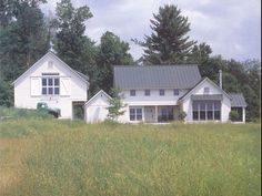 the modern farmhouse. this home, by Burr & McCallum Architects, was my biggest inspiration for our home's exterior.