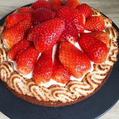 Den bedste jordbærtærte med mazarinbund og kransekage | Mummum