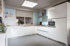 Moderne keuken in U opstelling