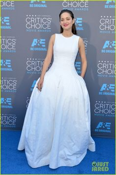 marion cotillarc critics choice movie awards 2015 03 Marion Cotillard looks amazing in her white dress while walking the carpet at the 2015 Critics' Choice Movie Awards held at the Hollywood Palladium on Thursday…