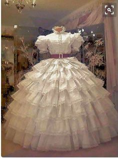 Scarlett white dress, Gone with the wind, 1939.