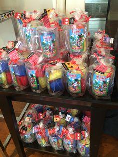 Festa Turma do Mickey DIY - Lembrancinhas: canecas personalizadas com mini brownies
