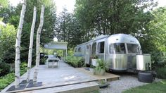 This is a beautifully-renovated Airstream with a nice outdoor living space. Sean Swayze and Kent Worth are responsible for the transformation which you can see in the video below. Please enjoy, lea…