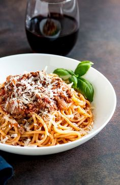 Spaghetti Bolognese is a dish loved the world over. This Classic Spaghetti Bolognese is cooked long and low to leave you with a rich, deep ragu that is loaded with flavor. A classic family favorite. From Easy Pasta Sauces Best Spaghetti Bolognese Recipe, Italian Spaghetti Recipe, Best Bolognese Sauce, Spagetti Recipe, Authentic Spaghetti Recipe, Recipes For Spaghetti, Authentic Bolognese Sauce, Bolognese Pasta, Mince Recipes