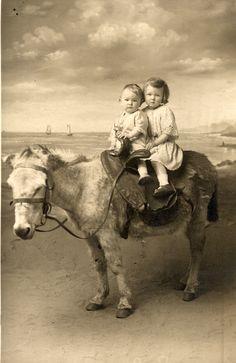 Children on a pony Equine Photography, Photography Backdrops, Pony Rides, A Donkey, Baby Horses, Vintage Photographs, Vintage Photos, Burritos, Unique Photo