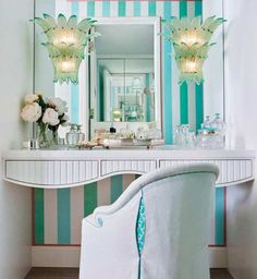 Need I say ANYTHING about this uber glam dressing table/vignette? It had me at striped aqua wallpaper until the glare… Vanity Makeup Rooms, Palm Beach Decor, Small Bedroom Organization, Aqua Wallpaper, Interior And Exterior, Interior Design, Glam Living Room, H & M Home, Art Deco Home