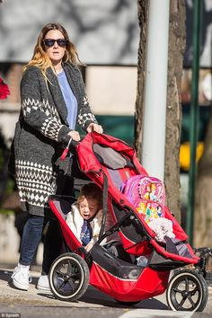 Drew Barrymore rocks the phil&teds legacy sport - this mama knows how to adapt&survive!
