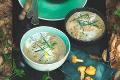 Smetanová polévka s houbovo-šalvějovými nočky Cheeseburger Chowder, Curry, Ethnic Recipes, Food, Curries, Essen, Meals, Yemek, Eten