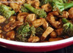 Frango com brócolis e castanha de caju. | Estas receitas vão fazer você se pegar salivando mesmo sendo com frango