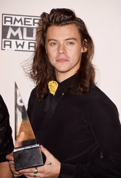 Harry in the press room at the American Music Awards - 11/22/15
