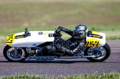 Bob Horn takes the EXperimental500 through a left hander at speed in an MRA sanctioned roadrace