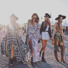 Most Beautiful Boho Chic Women's Coachella Festival Outfits Collection Ideas Boho Gypsy, Bohemian Mode, Hippie Boho, Bohemian Style, Bohemian Clothing, Chic Clothing, Clothing Styles, Coachella Festival, Hippie Festival