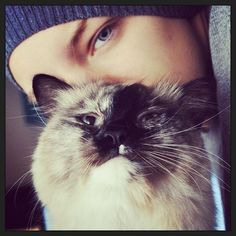 Erika Linder and Mr. meow | As I have said before, I´d wish be a cat. That cat!