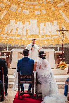 10 pasos que toda pareja debe saber de memoria antes de su ceremonia religiosa.  #Matrimoniocompe #Organizaciondebodas #Matrimonio #Novios #TipsNupciales #CaminoAlAltar #MatriPeru #BodaPeru #MatrimonioReligioso #BodaReligiosa Couple Photos, Couples, Wedding Card, Religious Wedding, The Godfather, Bridesmaids, Couple Shots, Couple Pics, Couple Photography