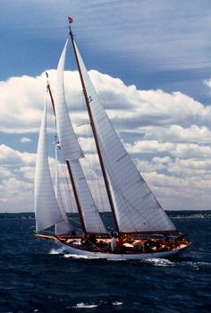 Brillant sailing boat out of Mystic Ct