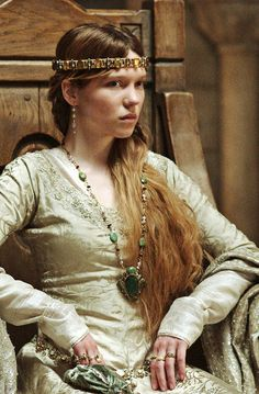 Lea Seydoux stars as Isabella of Angouleme in Universal Pictures Robin Hood Story Inspiration, Character Inspiration, Hair Inspiration, Catherine Breillat, Adele, Moda Medieval, Medieval Times, Renaissance, Seydoux