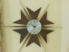 This is a vintage Starburst Verichron Wall Clock in good working condition. The Elgin workings were made in Germany. It has an on/off lever. The spokes and tails are easily removed for shipping or storage.  Measures 37 in diameter and the clock face is 9 in diameter - requires 1 C Battery (not included). Not a quartz movement.  Gold toned starburst spokes with teak-look tails (appear to be a type of masonite) surround the face of this lovely clock. Looks very mid century retro on any wal...