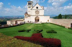 Papal.Basilica.of.St..Francis.of.Assisi.original.21506.jpg (2048×1351)