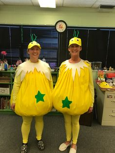 Sneetches costumes DIY Dr. Seuss birthday Story Book Costumes, Storybook Character Costumes, Storybook Characters, Dr Seuss Diy Costumes, Teacher Halloween Costumes, Dr Seuss Clothing, Dr Seuss Sneetches, Dr Seuss Week, Dr Suess