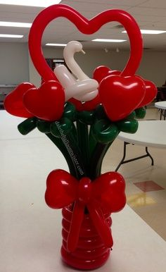 17 Mind-boggling Balloon Decorating Craft Ideas Suited For Any Event - Ballon Blumen Ballon Decorations, Balloon Centerpieces, Valentine Decorations, Love Balloon, Balloon Flowers, Balloon Bouquet, Balloon Ideas, Valentines Balloons, Valentines Diy