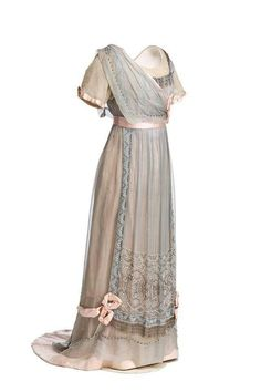 1910, Spain Silk evening dress by Julia Virac Museo del Traje