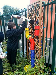 A Portable Water Wall Outdoor Learning Spaces, Outdoor Play Areas, Outdoor Activities For Kids, Outdoor Fun, Play Spaces, Outdoor Classroom, Outdoor School, Portable Classroom, Sand And Water