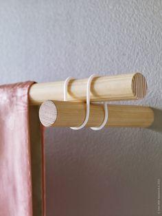 Detalj av SANNOLIKT gardinstång, där vi ersatt konsolerna med skruvstift från bygghandeln för en dold infästning