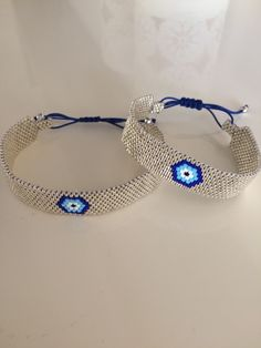 Love the use of the sliding knot closure on these - Bracelets Jewelry Seed Bead Jewelry, Bead Jewellery, Beaded Jewelry, Jewelery, Handmade Jewelry, Bead Loom Bracelets, Seed Bead Patterns, Beading Patterns, Beaded Bracelets