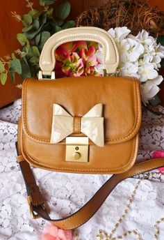 Bow-tiful Leather Bag in Chocolate