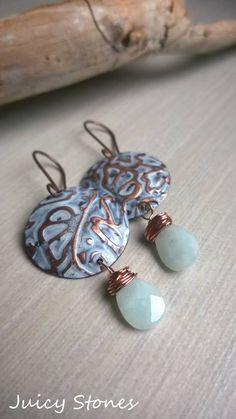 """Withe"" Orecchini rame patinato e amazzonite. Embossed copper earrings, withe…"