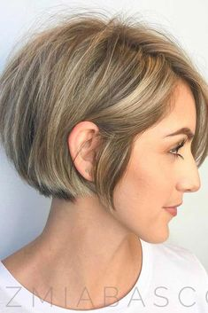Short Inverted Bob With Blonde Highlights ★ All the inverted bob hairstyles: stacked, choppy, short - Hairstyles Modern Bob Hairstyles, Inverted Bob Hairstyles, Short Bob Haircuts, Hairstyles With Bangs, Saree Hairstyles, Hairstyle Ideas, Work Hairstyles, Bandana Hairstyles, School Hairstyles