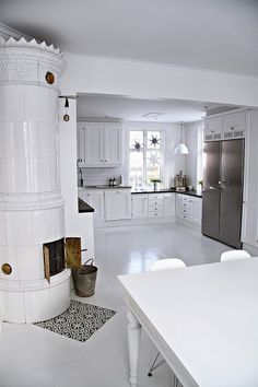My kitchen in christmas time (A bit too white and uncluttered! White Cottage, Scandinavian Living, White Rooms, White Houses, Beautiful Kitchens, Kitchen Interior, Home Kitchens, Ideal Home, Sweet Home